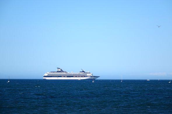 DSC01222 cruise ship